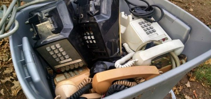 1445269235-syn-clg-1445017606-hoarder-phones